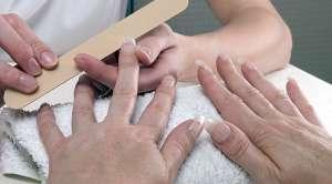 К чему приводит наращивание ногтей?