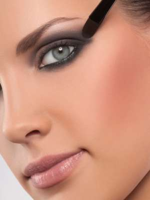 6 простых советов по нанесению макияжа от профессионального визажиста Пэт МакГрат