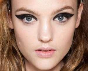 Модный тренд - драматический макияж кошачьи глазки от Lanvin