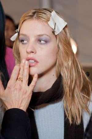 Дымчатый макияж глаз в лиловых тонах. Пошаговая инструкция