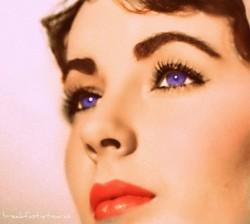 Фиалковые глаза прекрасной Элизабет