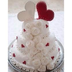 Заказать красивый свадебный торт можно во многих кондитерских Киева