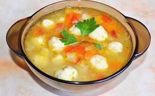 Суп с сырными клецками-шариками