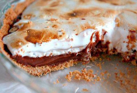 Пирог с шоколадной начинкой и зефирным наполнением