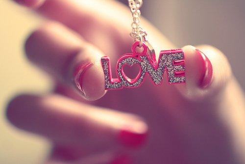 Статусы о любви – выбор романтических и тонких натур