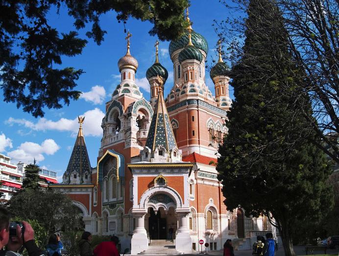В Лилле: Церковь святителя Николая Чудотворца.